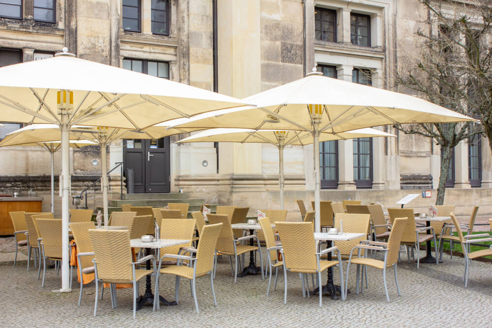 Мебель для современного летнего кафе