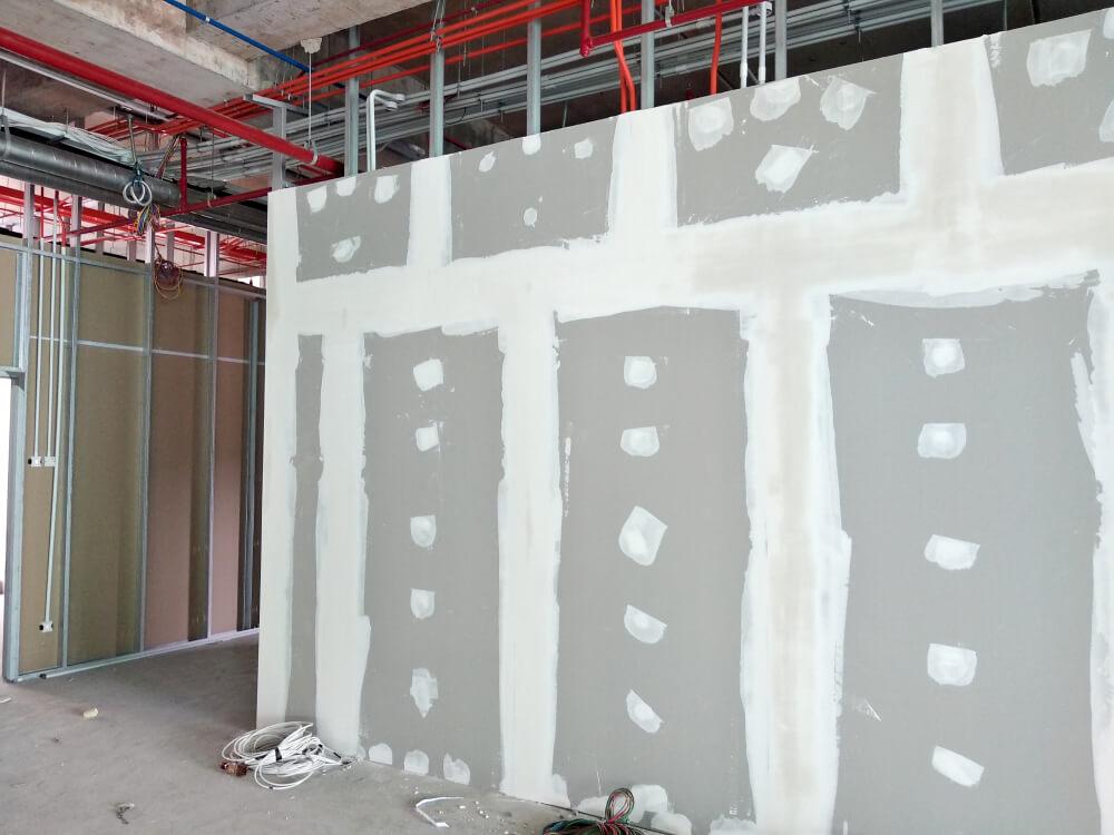 Отделка и выравнивание стен гипсокартоном