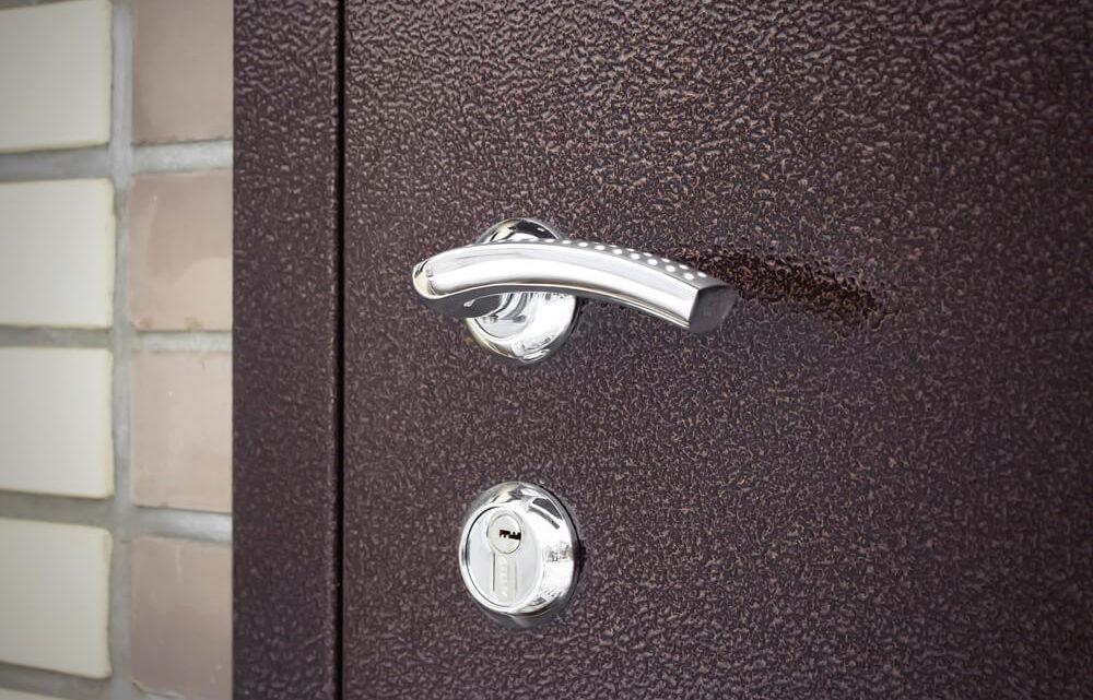Как правильно провести замер входной двери перед установкой?